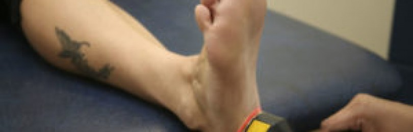 Как вылечить шпоры на пятках: Статья посвящена распространенному заболеванию ступней ног — пяточной шпоре, рассмотрены все симптомы и способы лечения шпор на пятках: консервативные, оперативные и народной медицины.