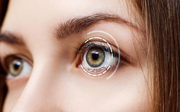 Двоится в глазах (диплопия): причины, виды, действенное лечение