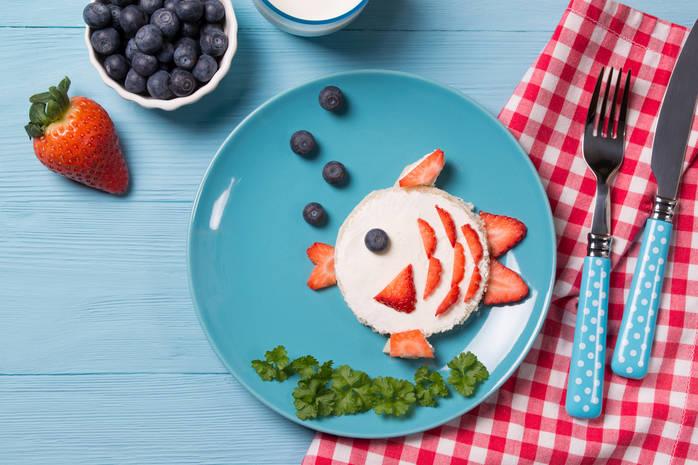Какую рыбу можно давать ребенку в 1 год? 22 фото сколько ее варить? как приготовить без костей? лучшие блюда