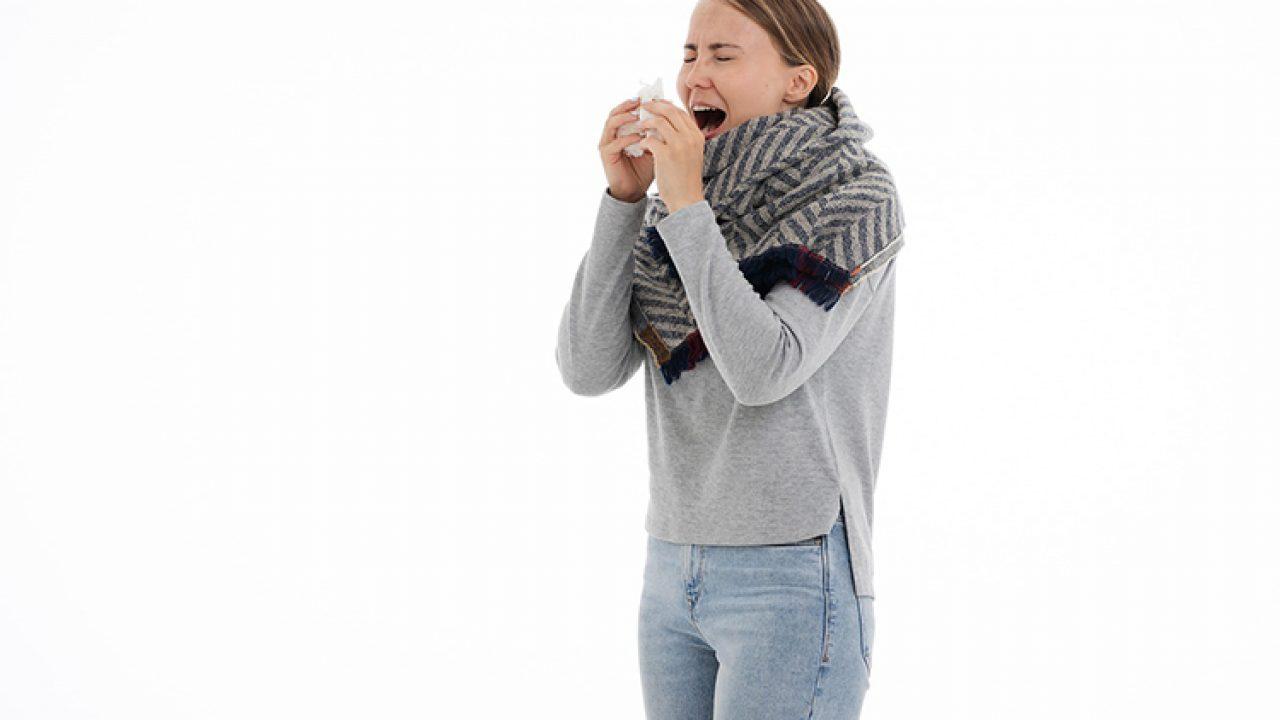 Несколько раз в день бросает в жар. почему брасает в жар при нормальной температуре тела? когда необходима консультация врача