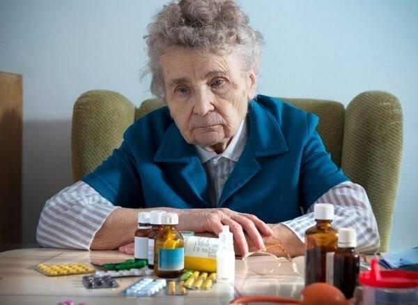 Воспаление легких у лежачих больных и пожилых людей: симптомы, прогноз, лечение