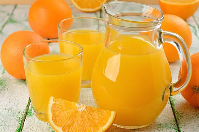 Чем полезен свежевыжатый апельсиновый сок и как его правильно пить