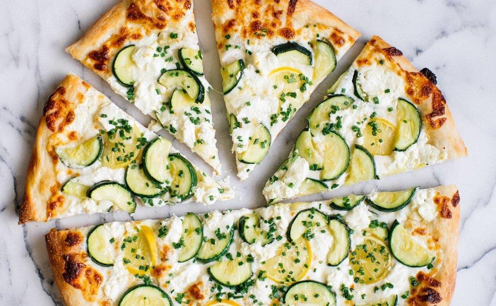 Вегетарианская пицца - рецепты теста и начинок с тофу, кабачками, грибами и ананасами