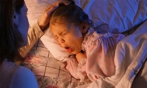 Лающий кашель у ребенка долго не проходит без температуры