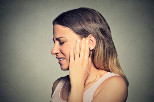 Основные причины и методы лечения свиста в ушах