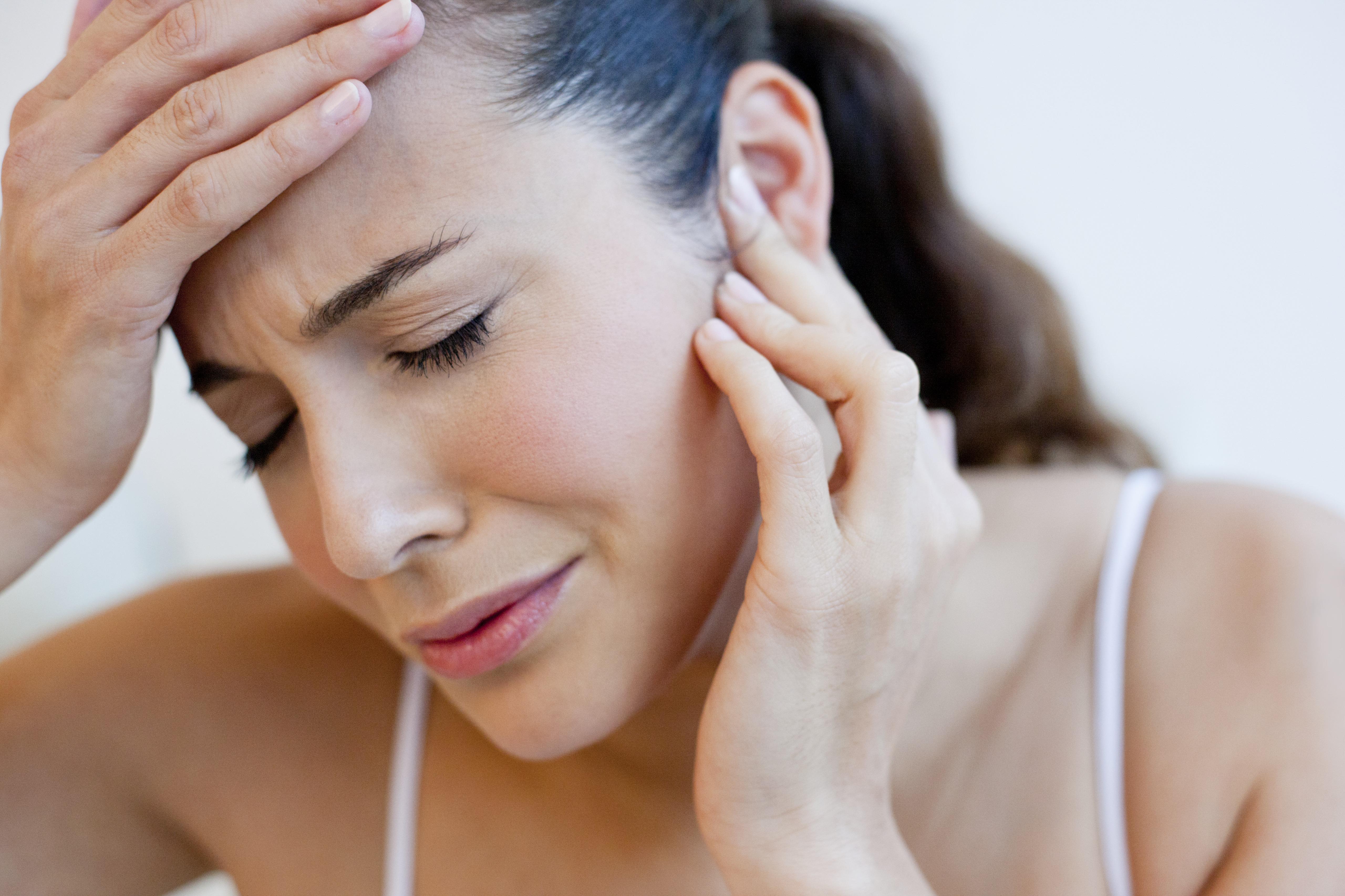 Как использовать камфорное масло при боли в ухе