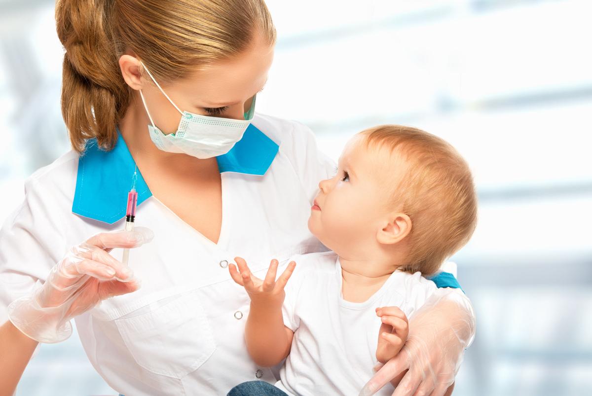 Какие прививки делают детям с рождения до 3 лет: график вакцинации в таблице