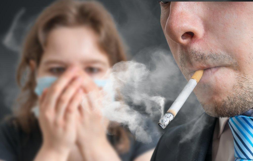 Маленький пассивный курильщик: что происходит с ребенком