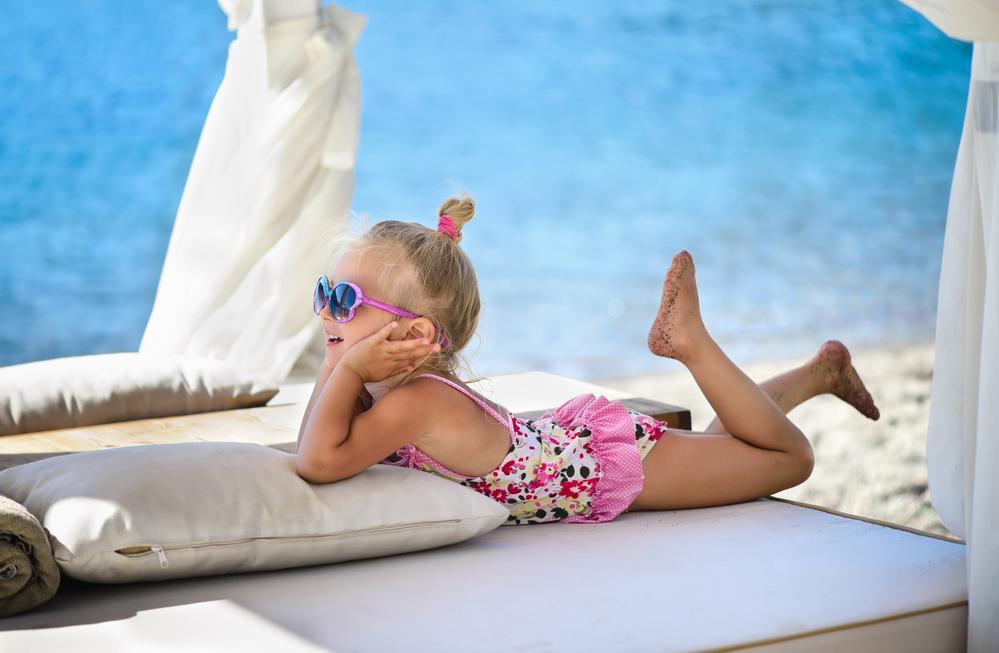 Летнее солнце: чем оно опасно для детей