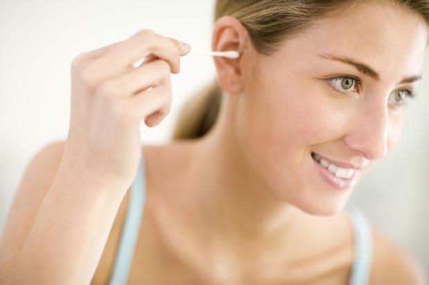 Как убрать серную пробку из уха у ребенка в домашних условиях
