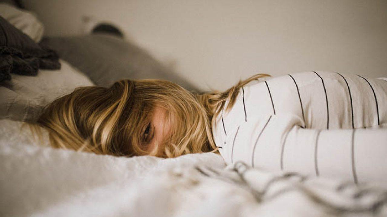 Болит живот в области пупка – в чем причины?