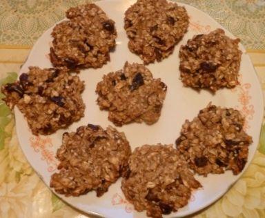 Диетическое печенье из овсяных хлопьев с финиками и орехами