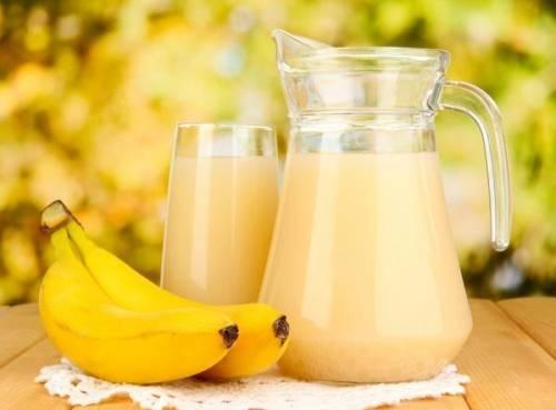 Теплое молоко с медом помогает быстро избавиться от кашля взрослым и детям