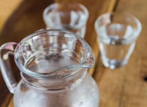 Можно ли пить воду во время еды?