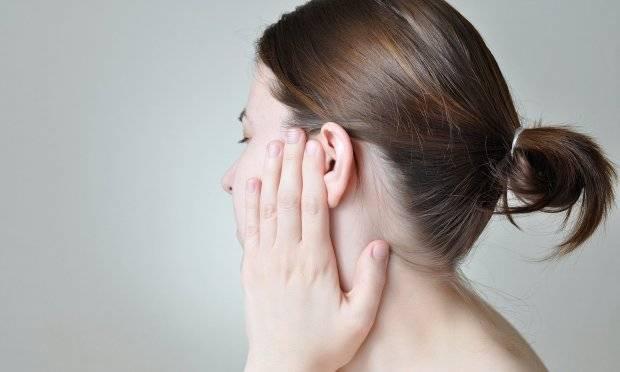 Болит горло отдает в ухо и глаз