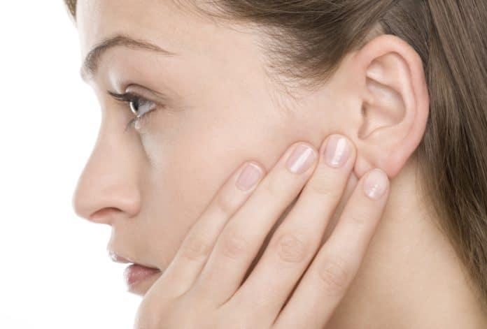 Что делать, если боль в горле отдает в ухо