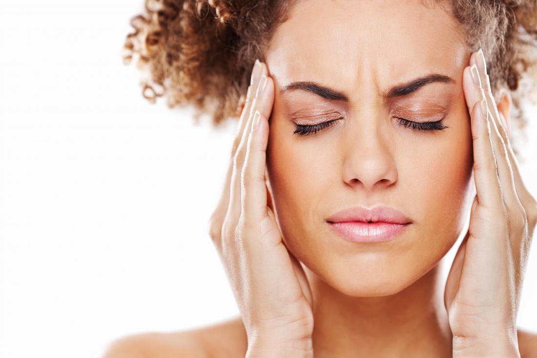 Болит голова в области лба и висков: что делать