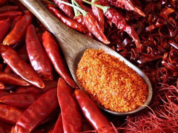 Применение, лечебные свойства, а также польза и вред красного перца «чили»