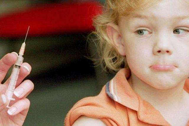 Ребенок долго спит, капризничает и жалуется, что болит плечо – все возможные побочные действия и последствия прививки бцж