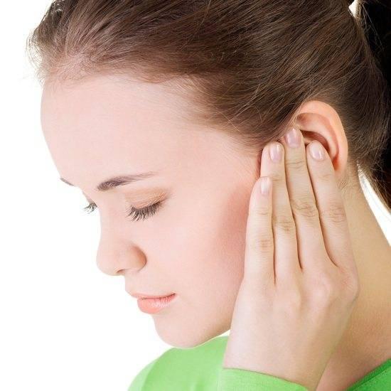 Камфорное масло: применение для лечения ушей