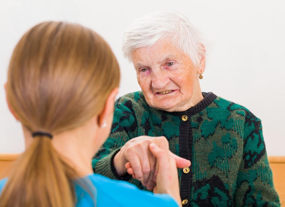 Что делать родственникам больного старческой деменцией?