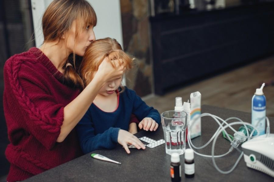 Рвота у ребенка без температуры и поноса – что это может быть?