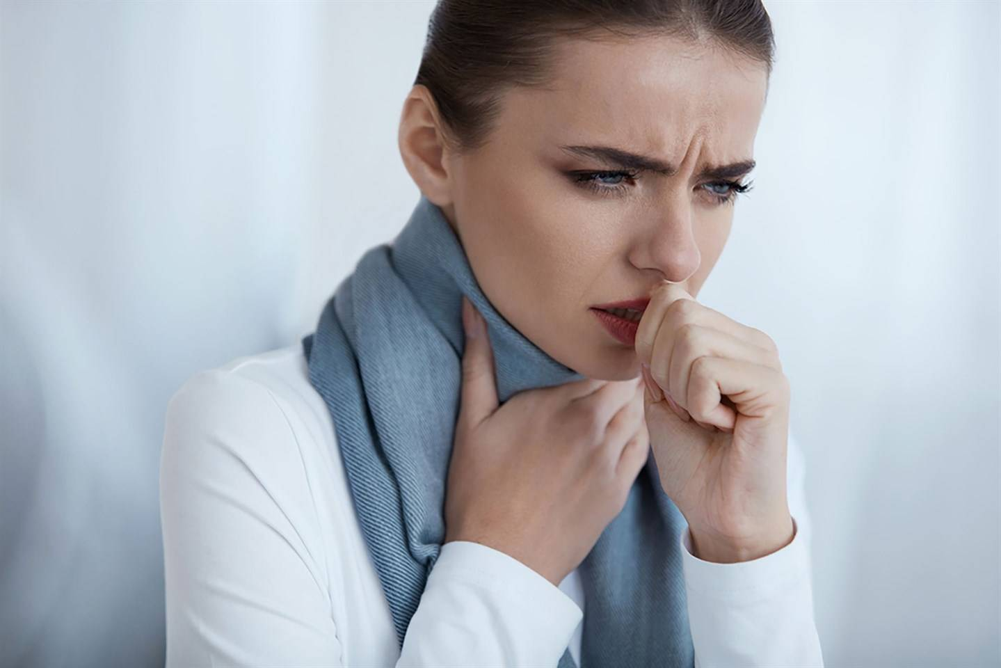 Причины кашля с кровью при простуде: методы диагностики и лечения