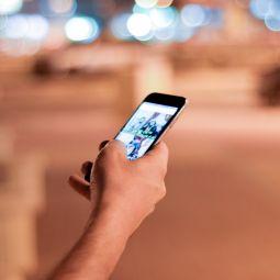 Учёные выяснили, что женщины больше страдают от использования смартфонов. ► последние новости
