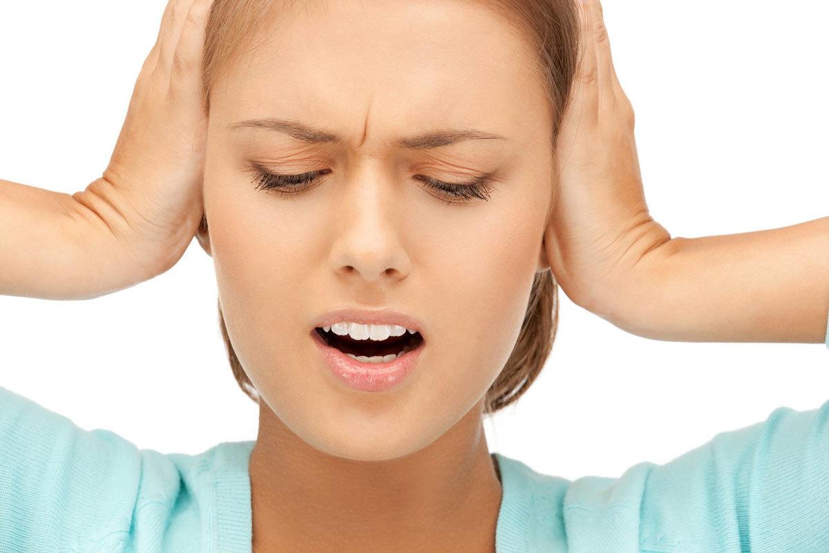 Почему свистит в ухе и как это лечить?