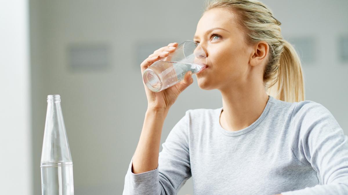 8 стаканов воды в день.
