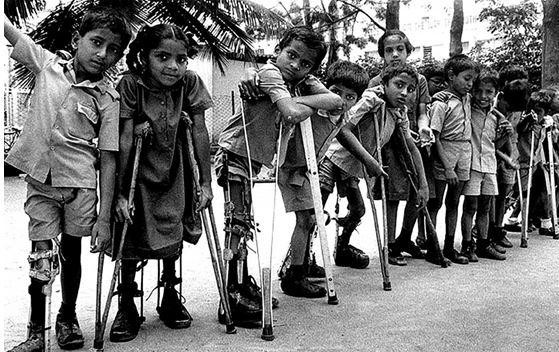 Есть тут кто-нибудь, кто водит своих непривитых детей в группы вместе с привитыми живой полио?
