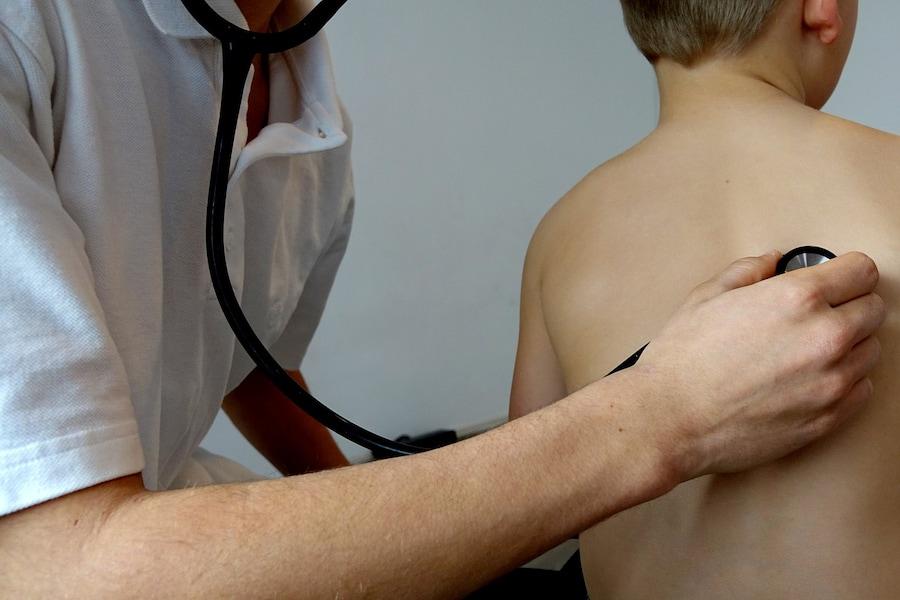 Виды сильного кашля без температуры у взрослых его причины и лечение