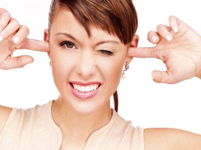 Каковы причины нервного шума и звона в ушах и голове, есть ли лечение?