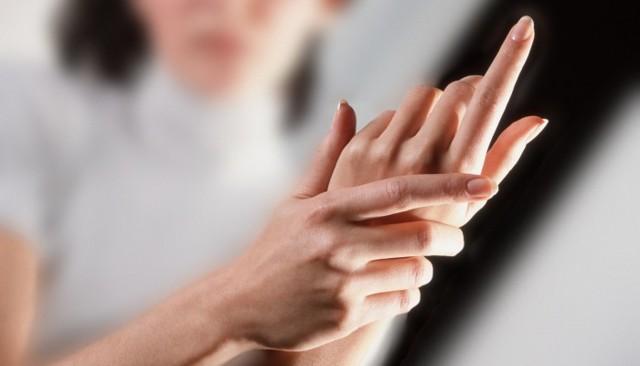 Почему немеют кончики пальцев рук и что делать