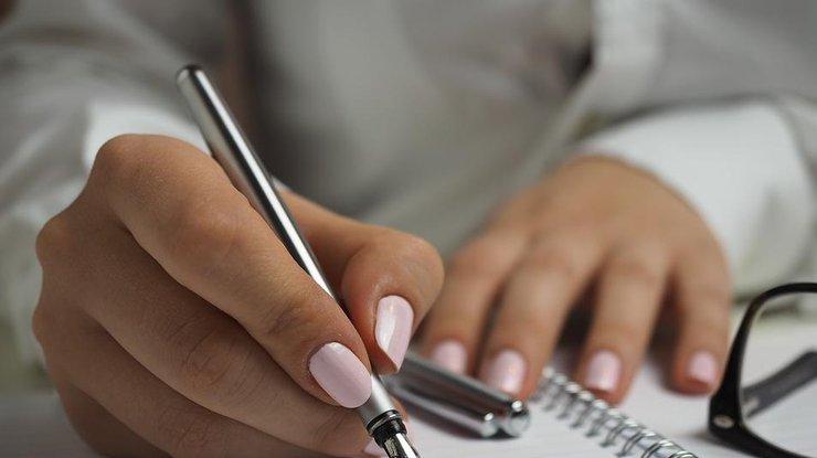 Продольные полосы на ногтях рук. причины, фото и лечение у детей и взрослых