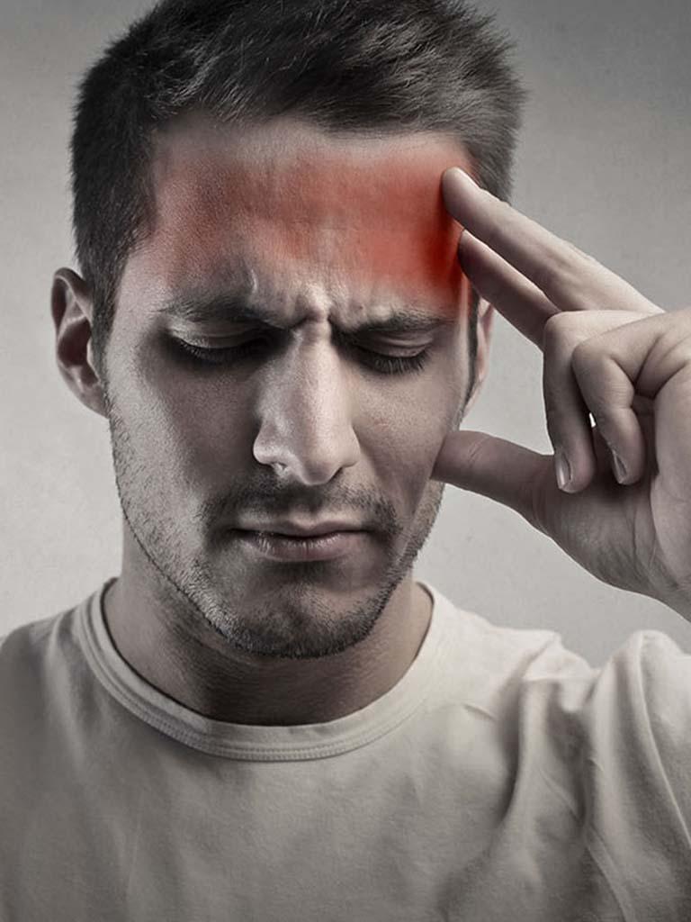 Почему возникает боль в области лба и висков
