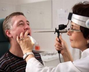 Паратонзиллит и паратонзиллярный абсцесс в горле: симптомы и лечение + фото