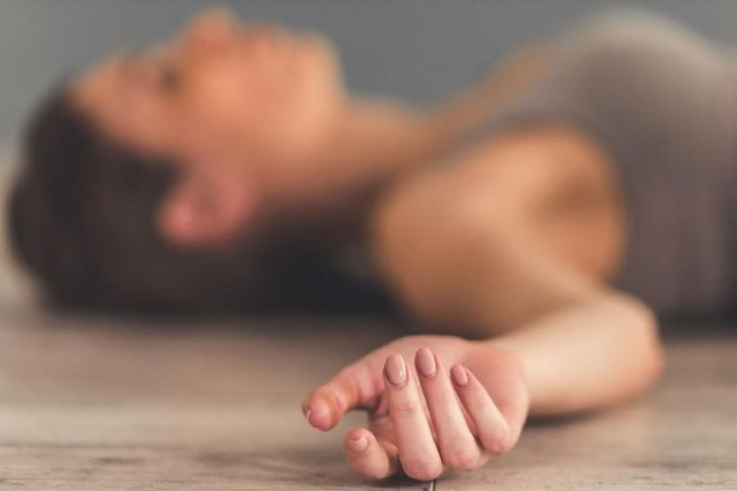 Первая помощь при обмороке и при потере сознания