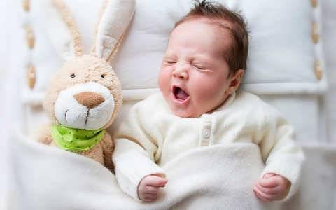 Лающий кашель у ребенка: причины, механизм развития и отличия от сопения