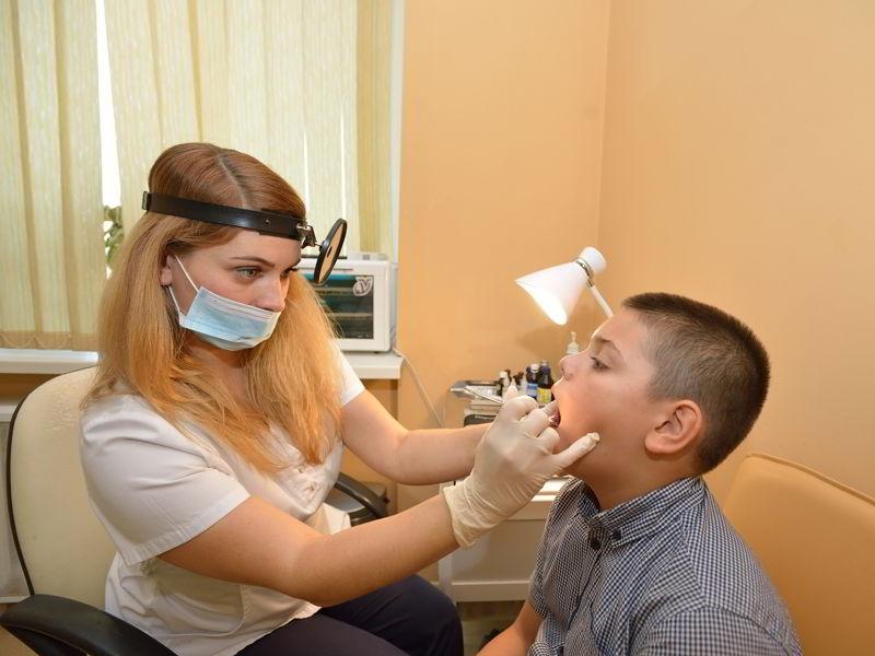 Грибок в горле и дыхательных путях: симптомы и народные способы лечения
