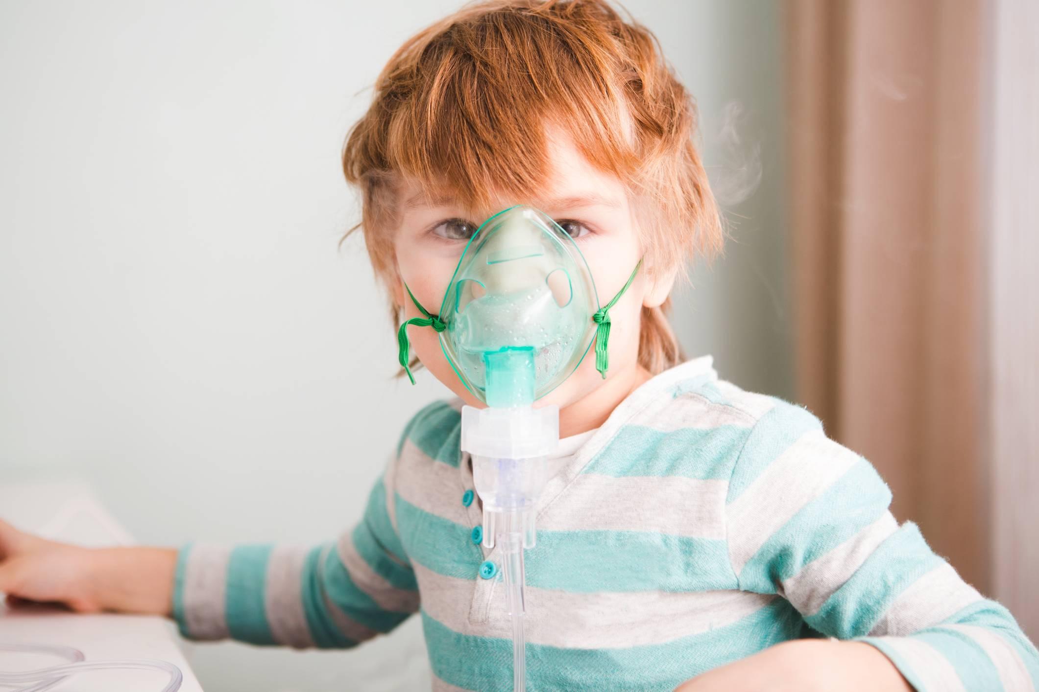 Ингаляции при бронхите небулайзером детям и взрослым: как правильно дышать и рецепты
