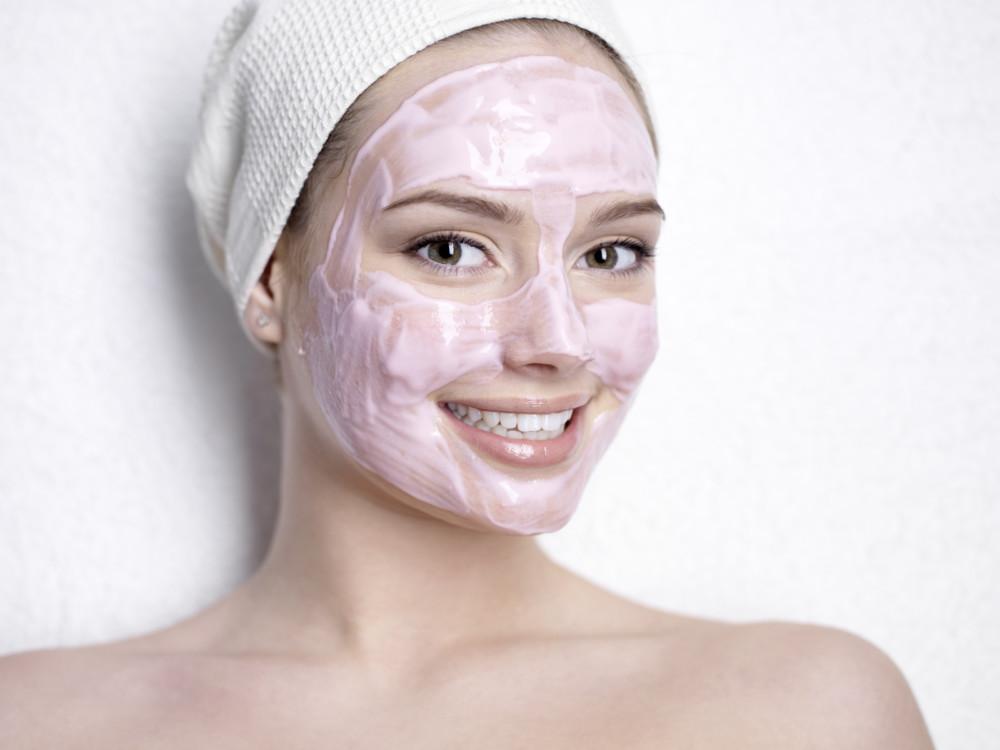 Маска для обезвоженной кожи лица: домашние рецепты или готовые средства?