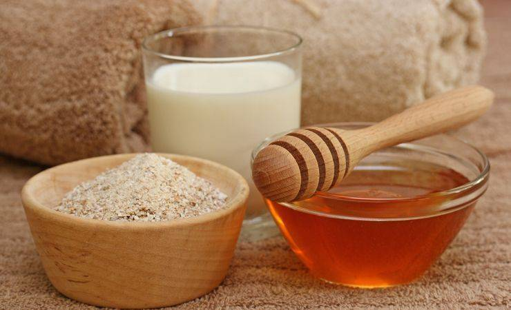 Помогает ли и как приготовить молоко с медом от кашля