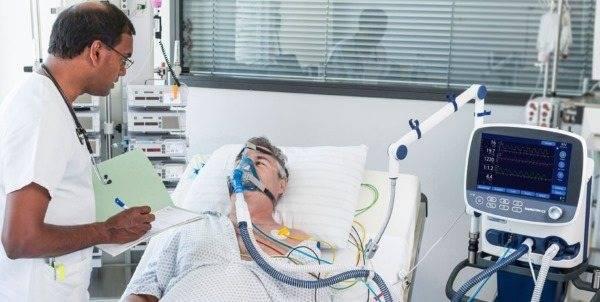 Как и почему развивается пневмония у лежачих больных и пожилых людей?