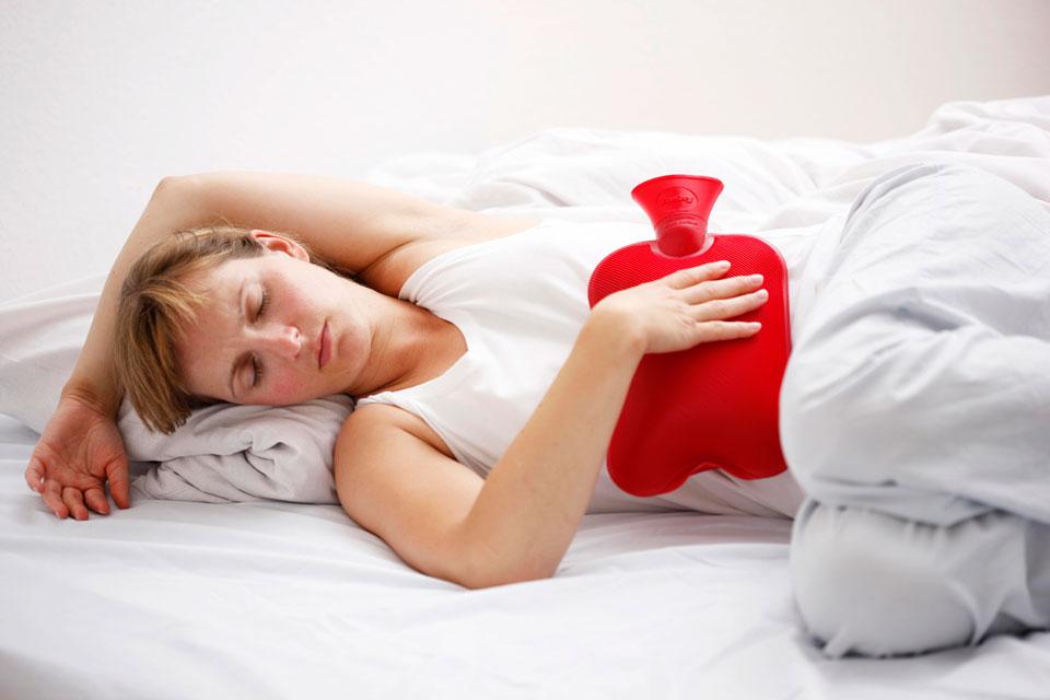 Боли внизу живота у женщин, болит правый, левый бок или посередине – причины