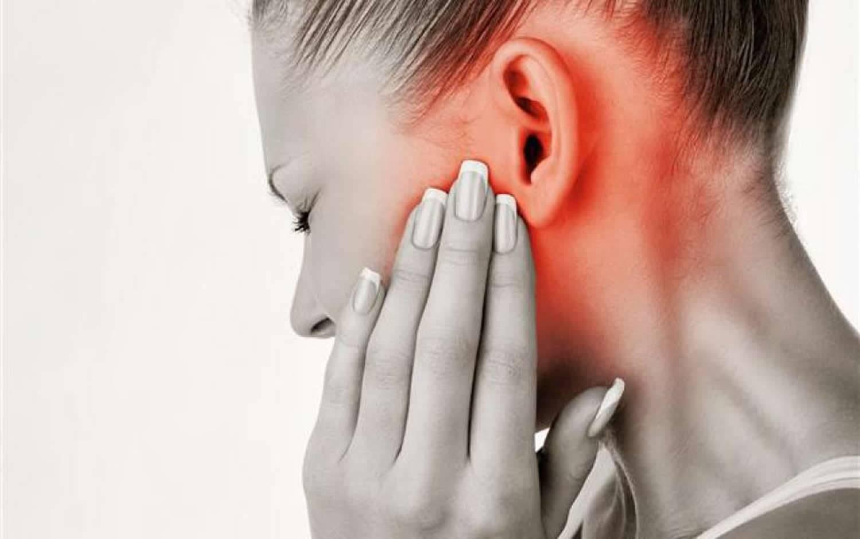 Что делать, если стреляет в ушах: первая помощь и дальнейшее лечение