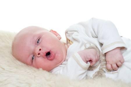 У ребенка лающий кашель без температуры – что делать и как лечить?