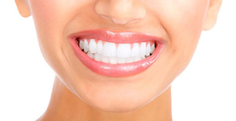 Отбеливание зубов с помощью соды, перекиси, лимона и пасты