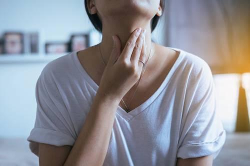 Почему выделяется мокрота, а кашля нет: возможные заболевания и их лечение