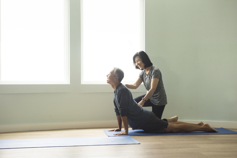 Как избавиться от сутулости в домашних условиях (5 простых способов исправить осанку)